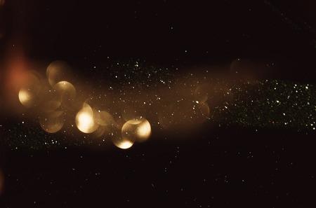 キラキラ ビンテージ ライト背景。闇金と黒。デフォーカス