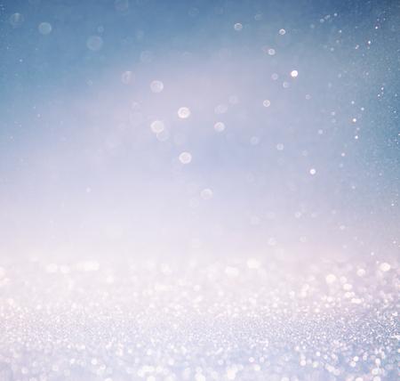 多層と白シルバーとブルーの色ライト背景のボケ味