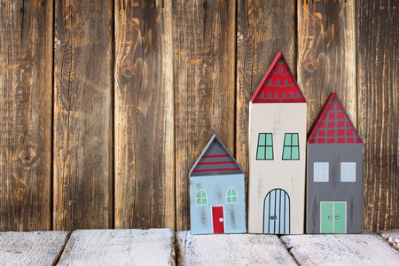 juguetes de madera: image of vintage wooden colorful houses decoration on wooden table.