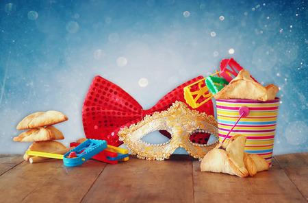 Purim Feier jüdischer Karneval Urlaub und Glitter Hintergrund. selektiven Fokus Standard-Bild