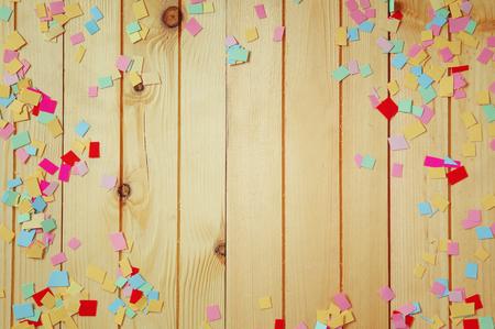 Fondo del partido con confeti de colores