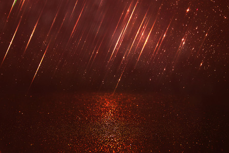 Fondo del brillo luminoso de la vendimia. rojo, oro y negro. desenfocado. Foto de archivo - 53666730
