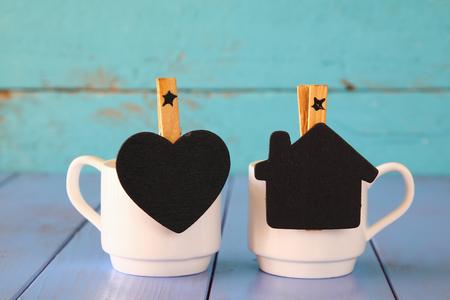 стиль жизни: пару чашек кофе и маленькие классные доски