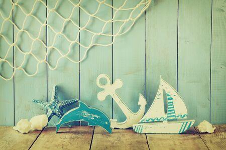 nautische lifestyle voorwerpen op houten tafel. vintage gefilterd