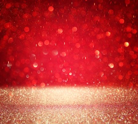 赤とシルバーはデフォーカス ライト背景です。 写真素材