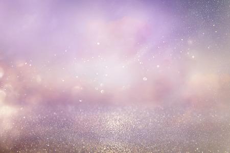 シルバーとピンクのキラキラ ビンテージ ライト背景。デフォーカス