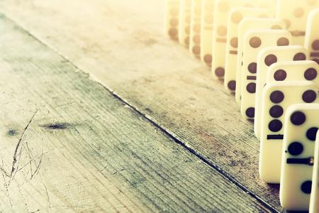 Witte domino blokken. concept afbeelding retro-stijl, de uitvoerende en risicobeheersing Stockfoto