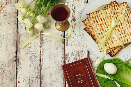 Pesah celebration concept (jewish Passover holiday). Traditional book with text in hebrew: Passover Haggadah (Passover Tale) Stok Fotoğraf