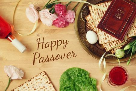 Pesah Feier-Konzept (jüdischen Passah Feiertag). Traditionelles Buch mit Text in hebräisch: PassahfestHaggadah (Passah Tale)