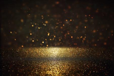 Glitter rocznika tle światła. Złoty i czarny. De-zogniskowany.