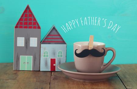 Du Une Pères Sur En Café Avec BoisConcept Fête De Des Tasse Moustache Table La Jour 8wPk0OnX