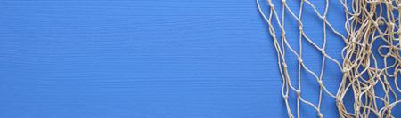 Hoogste mening van Visnet op blauwe houten achtergrond.