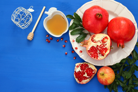 Rosh hashanah (jewish New Year holiday) concept. Traditional symbols. Stok Fotoğraf - 82339735
