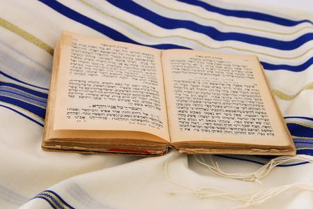 Mantón de oración - Tallit, símbolo religioso judío. Foto de archivo - 83215475