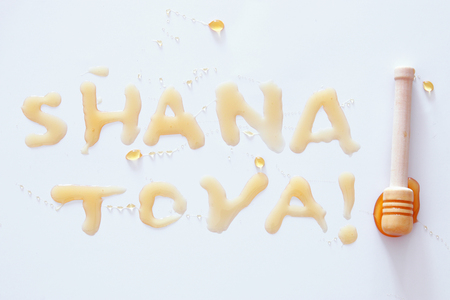 Rosh hashanah (jewish New Year holiday) concept. SHANA TOVA Text in hebrew that mean HAPPY NEW YEAR. Isolated on white Imagens