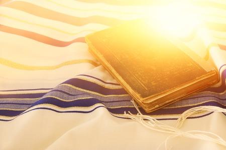 Imagen abstracta del chal de oración - Tallit, símbolo religioso judío. Foto de archivo - 84272763