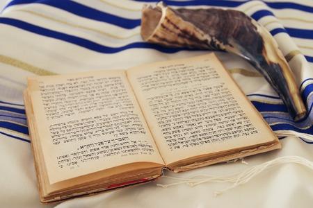 Modlitwa Szal - Tallit, żydowski symbol religijny.
