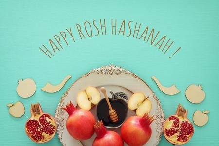 Conceito de Rosh Hashaná (feriado de ano novo judaico). Símbolos tradicionais Foto de archivo - 85606900