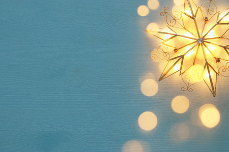 Image of christmas shining star over wooden background Foto de archivo