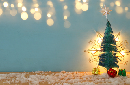 Image of christmas trees on snowy wooden table Stockfoto