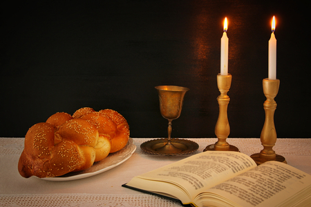shabbat image. challah bread, shabbat wine and candles on the table Imagens