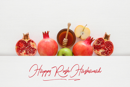 Rosch Haschana (jüdischer Neujahrsfeiertag) Konzept. Traditionelle Symbole Standard-Bild - 103380566