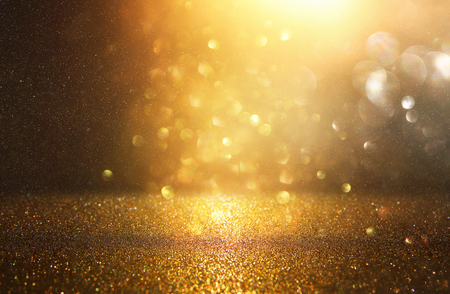 glitter vintage licht achtergrond. zwart en goud. gefocust