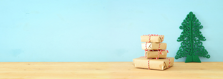 banner of handmade wrapped gift boxes over wooden table 免版税图像