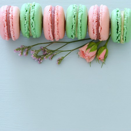 Top view of colorful macaron or macaroon over pastel blue background. Flat lay 免版税图像