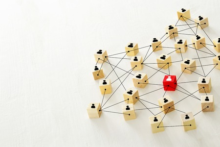 Foto abstracta del concepto de conectividad, entidades vinculantes, jerarquía y recursos humanos