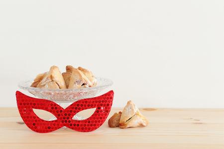 Purim celebration concept (jewish carnival holiday) over wooden table 版權商用圖片