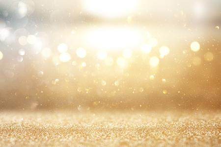 Foto de fondo de luces de brillo dorado y plateado