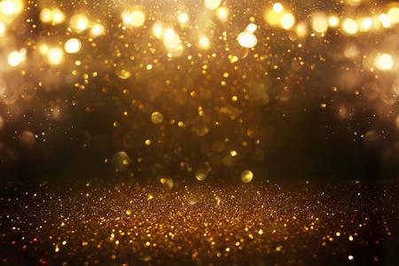Sfondo di luci vintage glitterate. Nero e oro. De-focalizzato