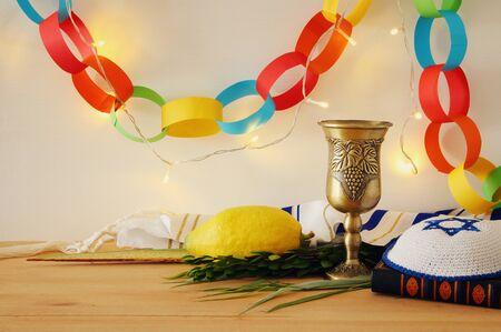Fête juive de Souccot. Symboles traditionnels (les quatre espèces): Etrog, loulav, hadas, arava Banque d'images