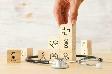 gezondheidszorg/medisch en verzekeringsconcept van het doel van de geneeskundedienst