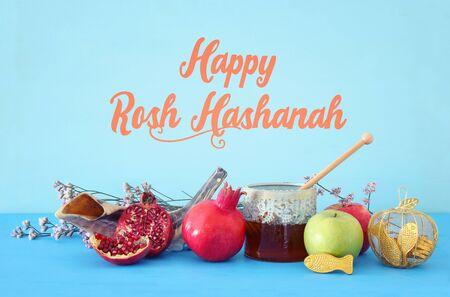 image religieuse du concept de Rosh hashanah (fête du nouvel an juif). Symboles traditionnels