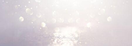 backgrounf astratto di luci vintage glitterate. argento e bianco. de-focalizzato. striscione