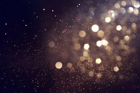 fond de lumières de paillettes abstraites. or et noir. de concentré
