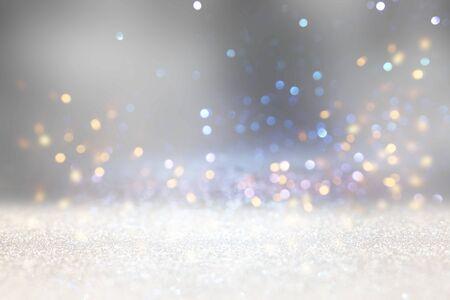 sfondo astratto di luci vintage glitterate. argento, oro e bianco. de-focalizzato Archivio Fotografico