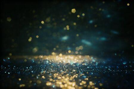 Hintergrund der abstrakten Glitzerlichter. gold, blau und schwarz. de fokussiert Standard-Bild