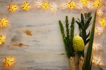 Jewish festival of Sukkot. Traditional symbols (The four species): Etrog (citron), lulav (palm branch), hadas (myrtle), arava (willow) Archivio Fotografico