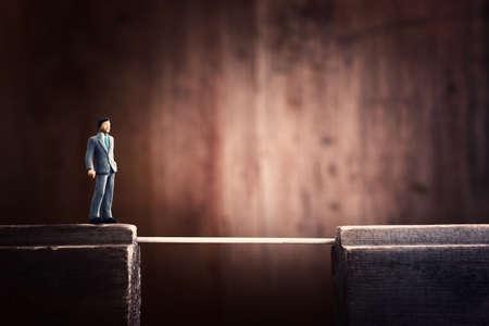 Concept image of person crossing dangerous cliff Banque d'images