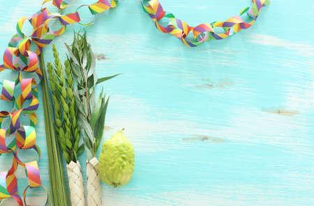 Jewish festival of Sukkot. Traditional symbols (The four species): Etrog (citron), lulav (palm branch), hadas (myrtle), arava (willow) Banque d'images