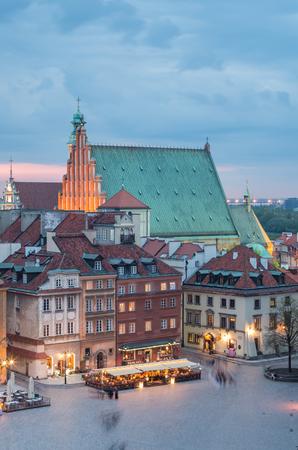 ポーランド、ワルシャワ聖ヨハネ大聖堂のある旧市街全景