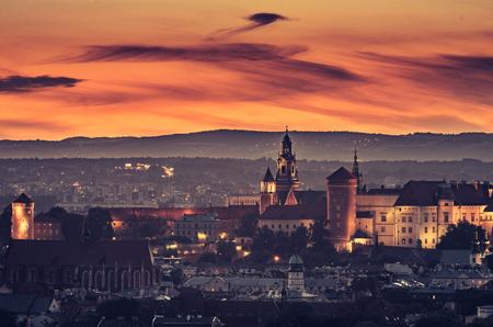 夕方 Krakus マウンド、ポーランド風景からクラクフのパノラマ。