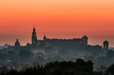 Krakow, Poland, Wawel castle silhouette at sunrise 版權商用圖片