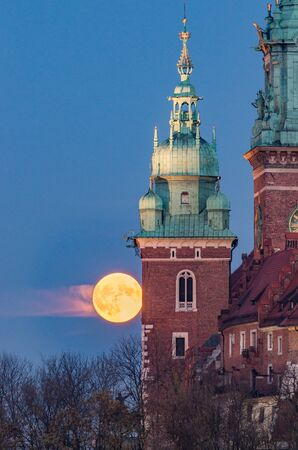 Wawel cathedral towers and full moon, Krakow, Poland Imagens
