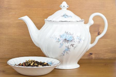 Teekanne und Tee Standard-Bild - 26985613