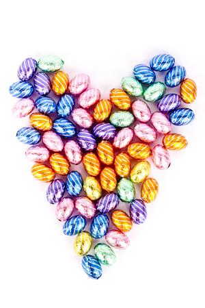 Heart mit Schokoladeneiern hergestellt Standard-Bild - 26986109