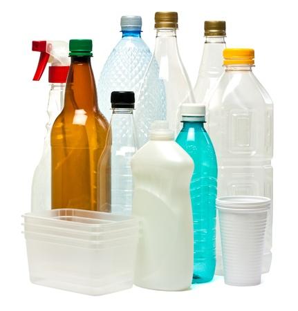 reciclable: Objetos de plástico aislado en blanco Foto de archivo